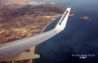 Ryanair B737-800 wingview (Max Bohn)