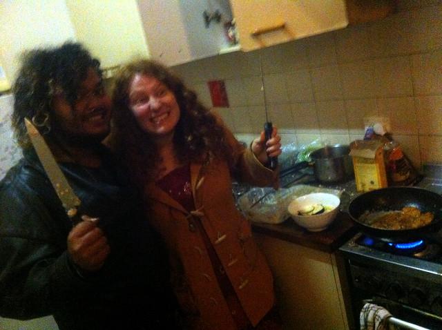 Kade & Sara weilding knives