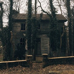 #bluemont #abandoned #house #creepy #overgrown #smalltown #mountain #virginia #exploring #ivy #boardedup