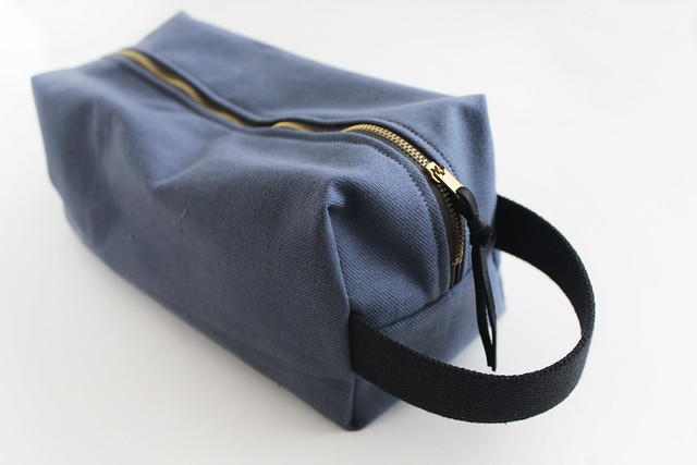 ziazia. toiletry bag.