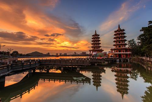 sky cloud reflection sunrise taiwan kaohsiung 台灣 6d 晨曦 日出 雲彩 倒影 高雄市 蓮池潭 龍虎塔 ef1635mm 晨彩 左營區