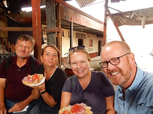 Antigua - pupusa s proevende markt
