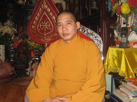 Đến chùa nghe sư thầy kể về hài nhi bị bỏ rơi