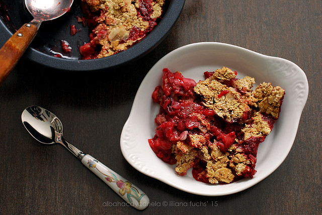 Red fruit oat crumble
