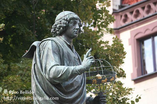 Estatua de Copérnico. © Paco Bellido, 2008