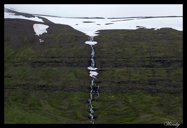 Pequeñas cascadas y nieve