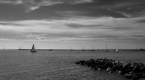 ocean sea bw mer blancoynegro clouds sailboat boats sailing noiretblanc connecticut newengland bateaux nb nuages voile voilier jetee stoningtonborough