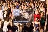 הנפת שלט באנגלית נגד פיטום 2013