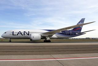 LAN Boeing 787-816 CC-BBH FRA 15-04-15