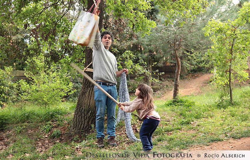 Piñata de cumpleaños en el bosque