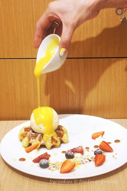 2.Madame Waffle's Salted Egg Yolk Waffle