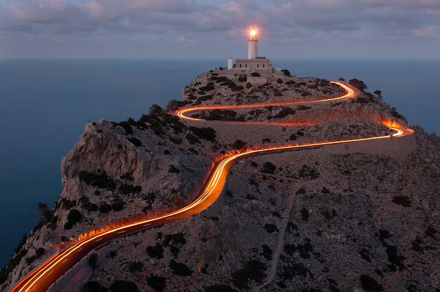 извилистая дорога к маяку