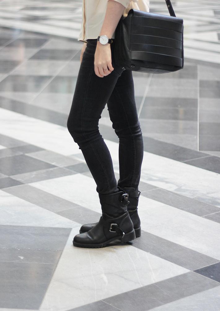 outfit: daniel wellington wach, skinny jeans, motor boots