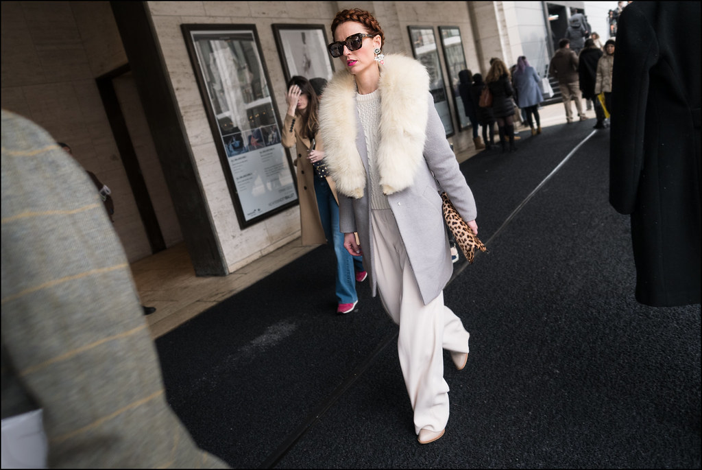 FW2-15  51w full white pants white sweater under grey over coat with fur collar red head leopard clutch