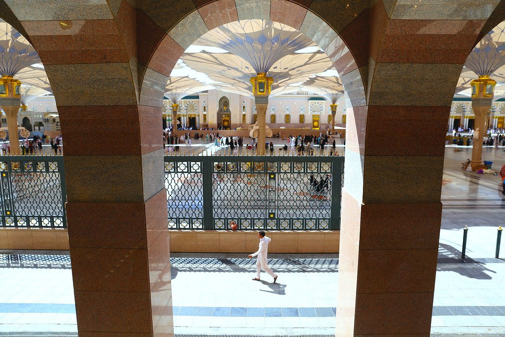 Prophet's Mosque - Masjid Nabawi - Page 2 16822178500_fe1f9ed91e_b