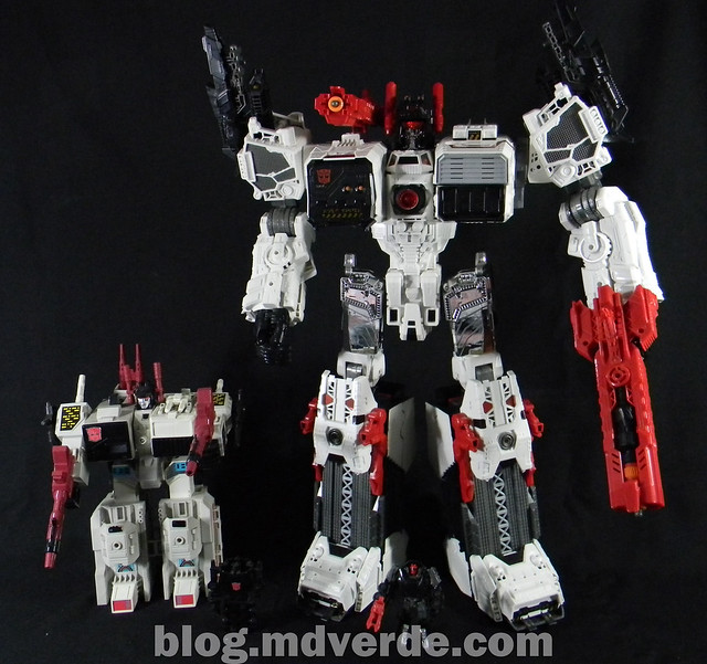Transformers Metroplex - Generations Titan SDCC Exclusive - modo robot vs G1