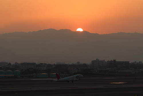 Itami Airport 2015.3.20 (9) sunset view from the airport