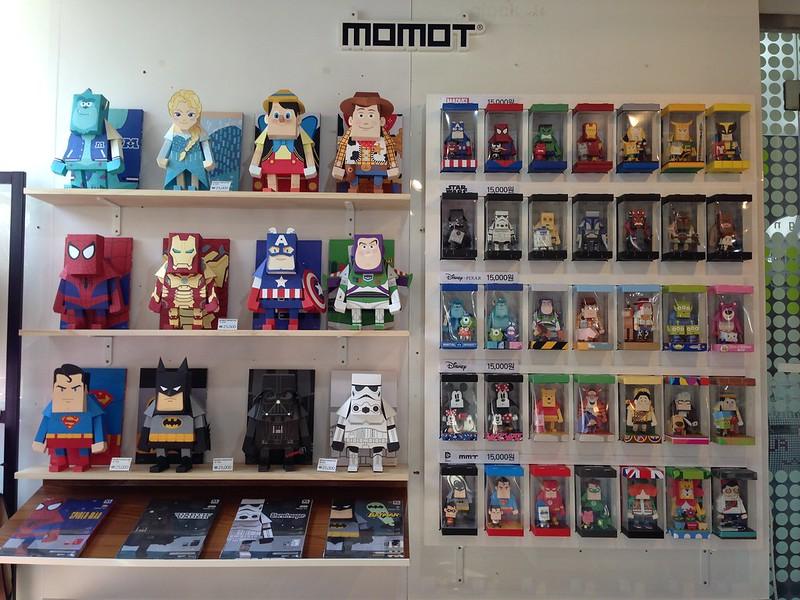 Momot paper toys.