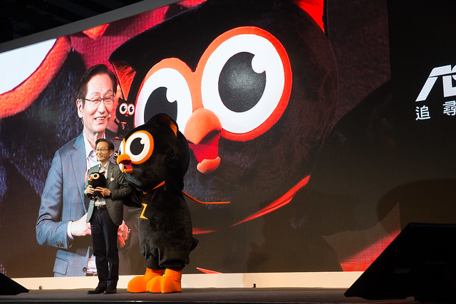 ZenFone 2 全球首賣千人嘉年華,阿輝也報導 (附中華遠傳台星方案) @3C 達人廖阿輝