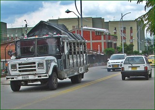 Chiva Colombiana bus escalera DODGE 300
