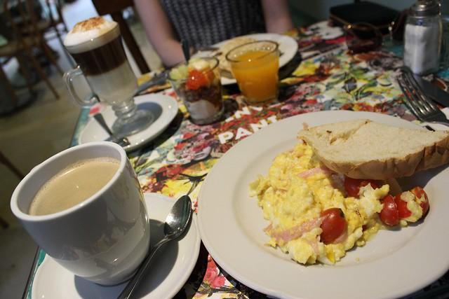 aamupala bairesissa cafe pani