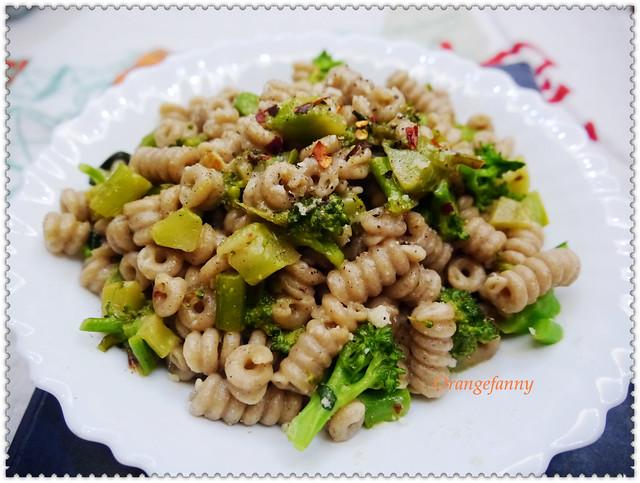 150414 綠花椰菜鯷魚貓耳麵-02