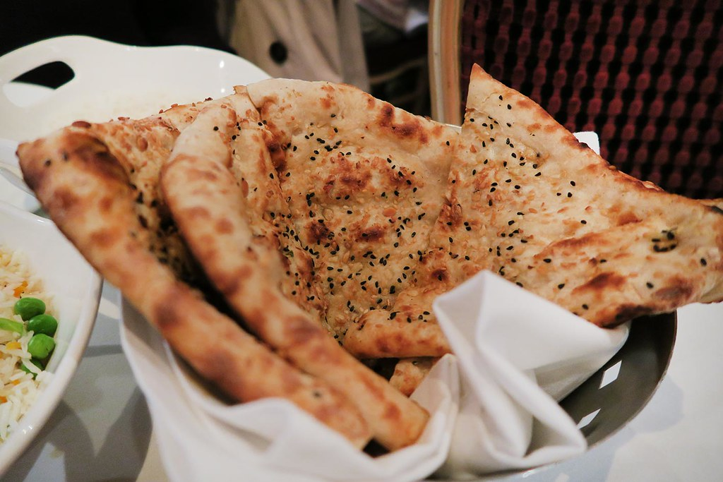 gaylord-starters-chilli-garlic-naan-triangles
