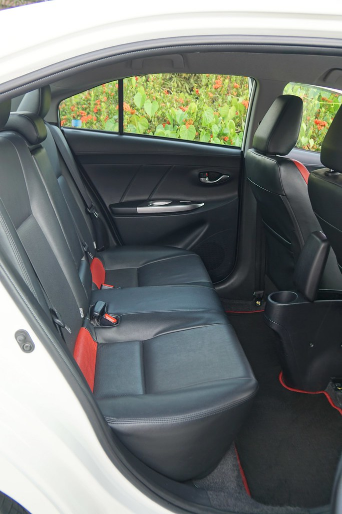 interior - rebecca saw - car reviews - toyota vios TRD-006