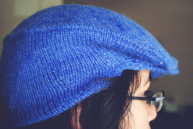Knitting: flat cap, side