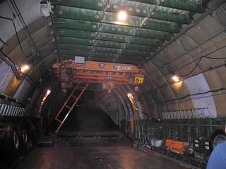 Запаски по борту и два пятитонных крана под крышей