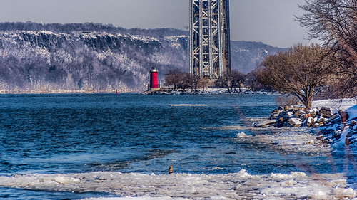 snow newyork ice water river unitedstates georgewashingtonbridge palisades 2015 littleredlighthouse jeffreyshooklighthouse henryhudsonriver