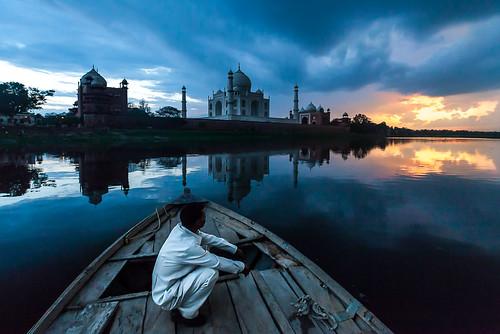 travel sunset india monument landscapes taj tajmahal agra lonelyplanet bluehour moment yamunariver natgeo yamuna natgeotraveller ngtdailyshot