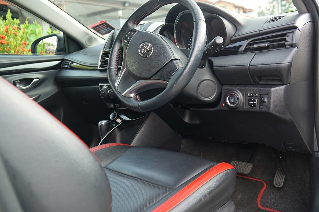 interior - rebecca saw - car reviews - toyota vios TRD-003
