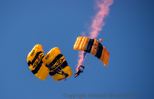 "US Army Parachute Team ""Golden Knights\"""