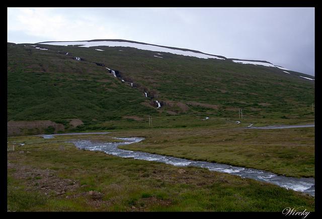 Cascada, nieve y río