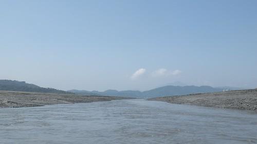 日月潭水庫具觀光及發電的重責大任