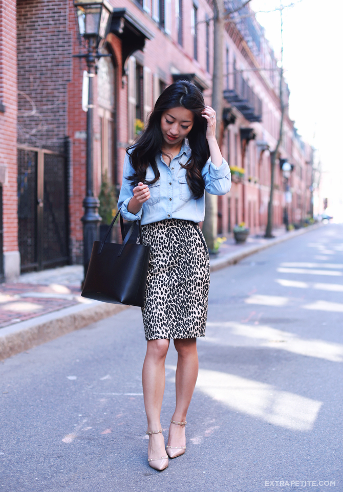 chambray shirt leopard skirt outfit2