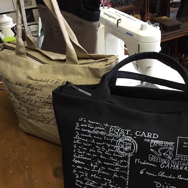 スクリーン印刷したオーダーのバッグ、ようやく完成(・・;)裏布にもスクリーンと、ポケット。革タグも付けようかなぁ?