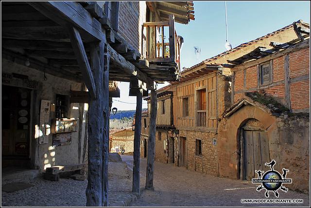 Calle Real de Calatañazor, Soria. España.