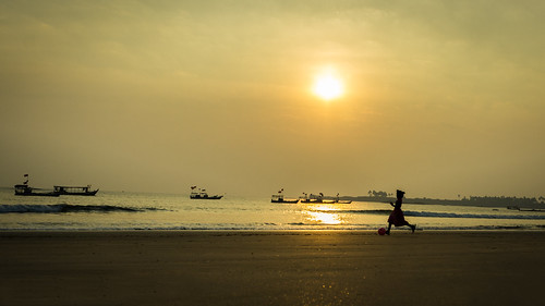 travel sunset people india beach canon ball boat kid sand child play maharastra 600d malvan