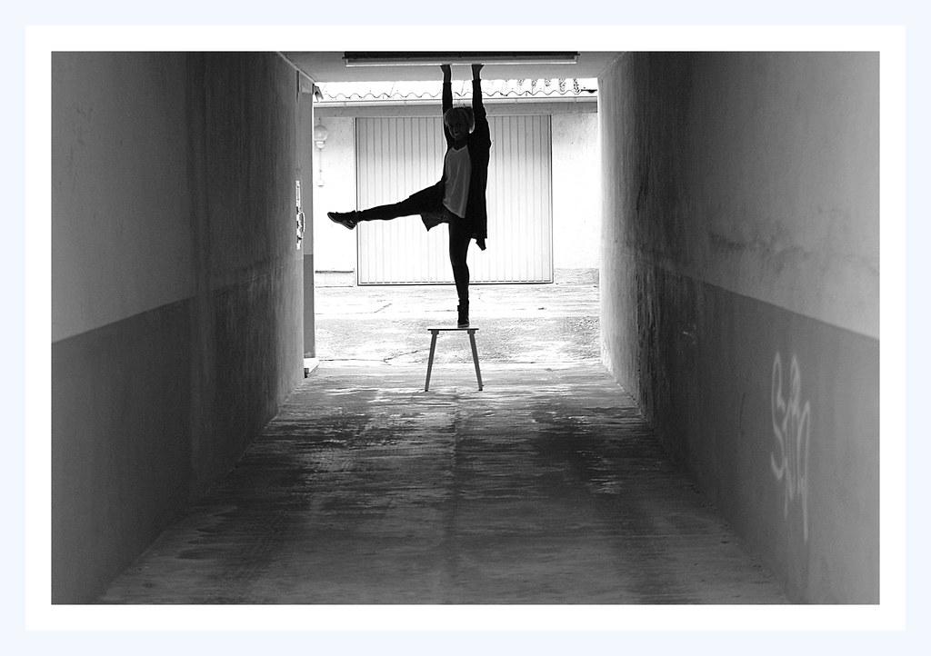 *dancing life*