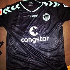 clothing(1.0), sleeve(1.0), font(1.0), jersey(1.0), sportswear(1.0), brand(1.0), black(1.0), t-shirt(1.0),