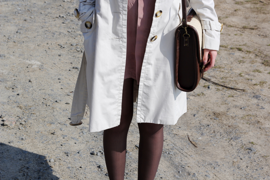 outfit-trench-coat-cream-brown-bag-satchel