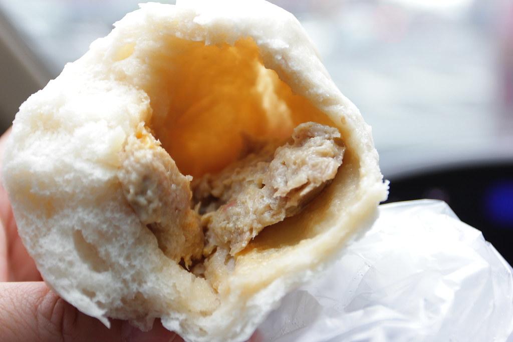 裏頭有蛋黃和那精美的肉阿! 真的太薄了.....><