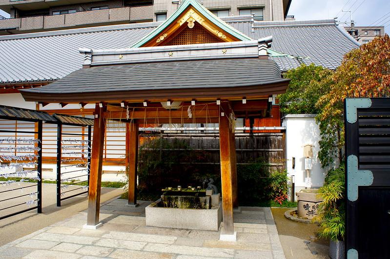 手水舎/晴明神社(Seimei-jinja Shrine / Kyoto City) 2015/03/12 04760