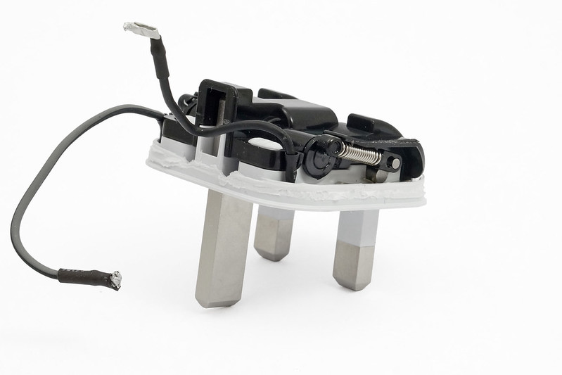 apple-folding-uk-charger-box-folding-mech-perspective