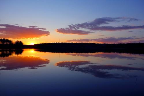 sunset sun lake reflection finland evening still peaceful calm serene kivijärvi luumäki pahainlahti sakarip