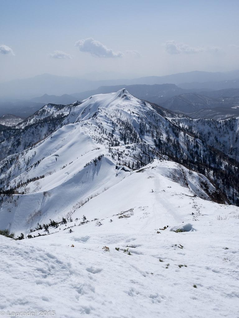 剣ヶ峯山へと続く稜線