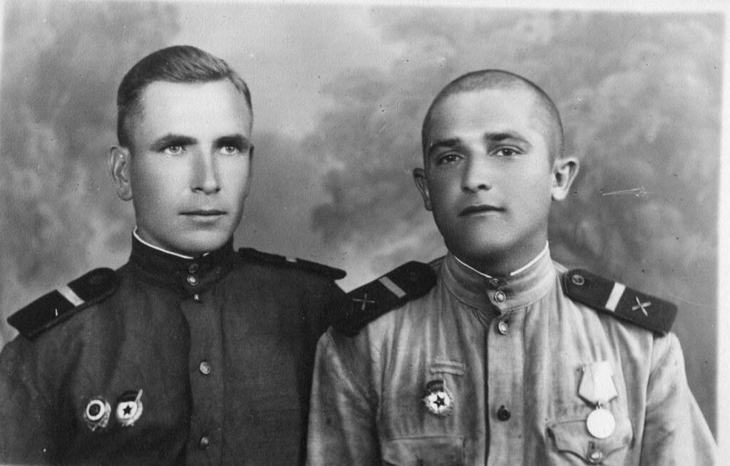 Прадедушка со своим боевым товарищем Иосифом Чуваловым в Венгрии в городе Бое в 1945 году