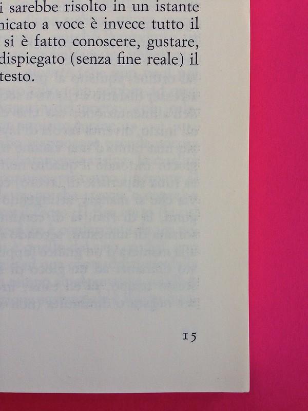 Roland Barthes, L'impero dei segni. Einaudi 1984. Indicazione del numero di pagina: ai piedi del testo, giustificato alla linea esterna, a pag. 15 (part.), 1